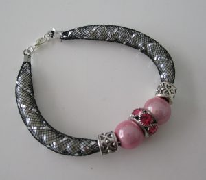 Tuto bracelet tube resille et charms rose