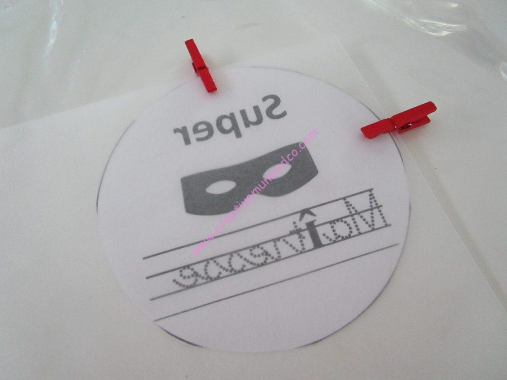 DIY: porte clé Super maitresse plastique dingue étape