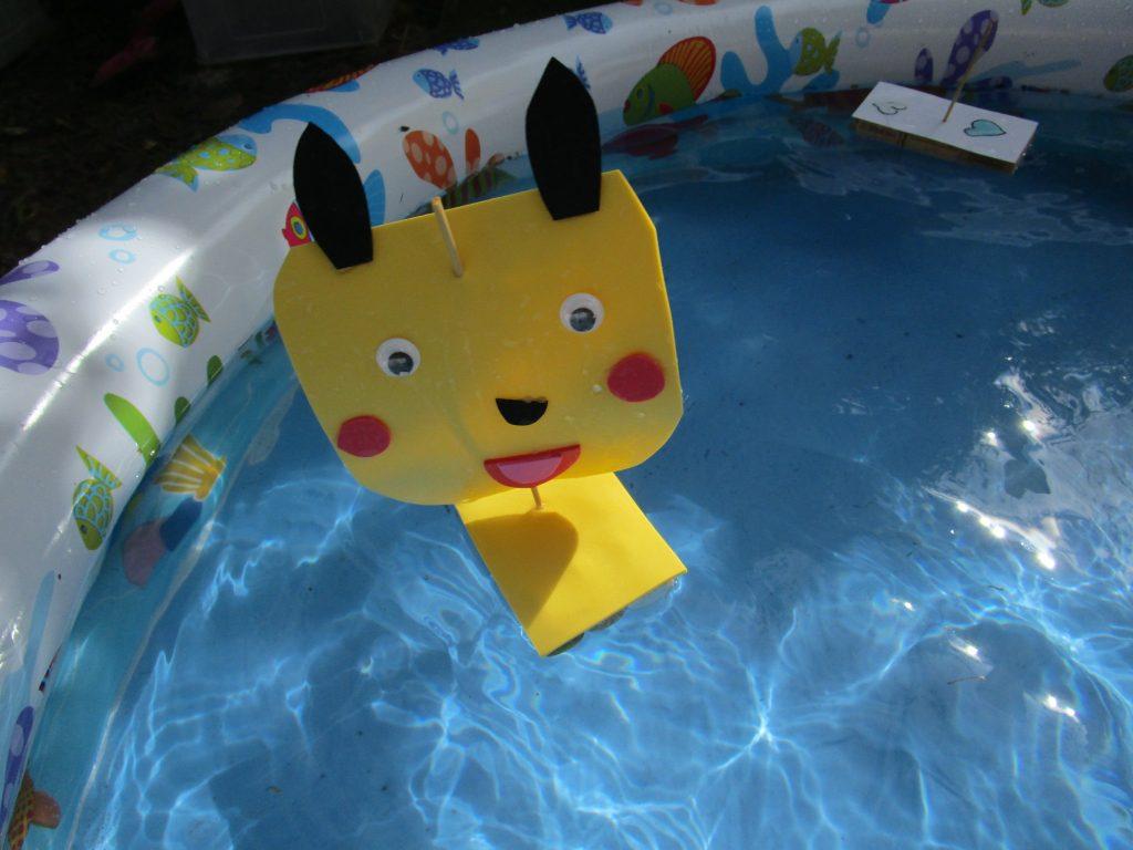 idées pour rafraichir les enfants: le bateau Pikachu!