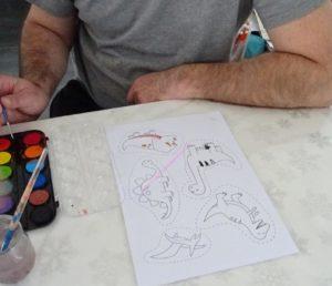 activité manuelle peinture décor dinosaure
