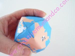 globe terrestre en papier Asie